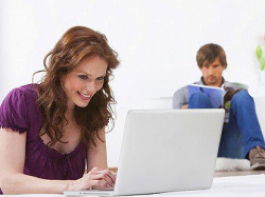 как узнать с кем переписывается жена в знакомствах