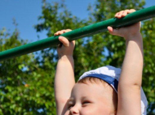 Как научиться ребенку подтягиваться